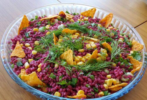 Cips Eşliğinde Pancar Soslu Bulgur Salatası