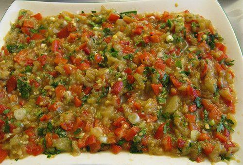 Közlenmiş Patlıcan Biber Salatası