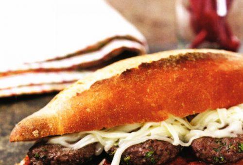 Soslu Ekmek Arası Köfte
