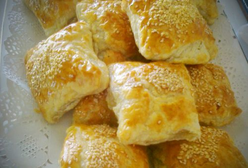 Tavuklu Garnitürlü Puf Börek